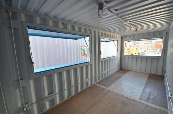 20-Basic-Serving-Container-Kiosk-Interior-Storstac